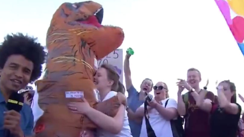 Man In Dinosaur Costume Proposes To Girlfriend At London Marathon
