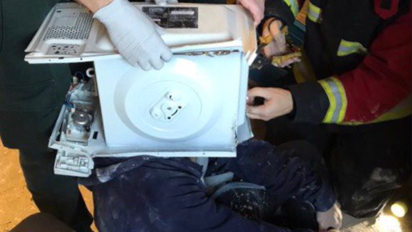 Firefighters Free Man Who Cemented His Head Inside A Microwave