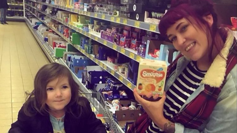 ​Mum Gets Free Food Shop After Complaining, But Gives It All To Food Bank