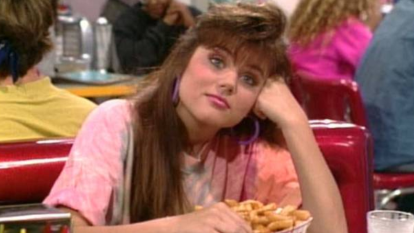 Saved By The Bell's Kelly Kapowski Is Now 45 Years Old