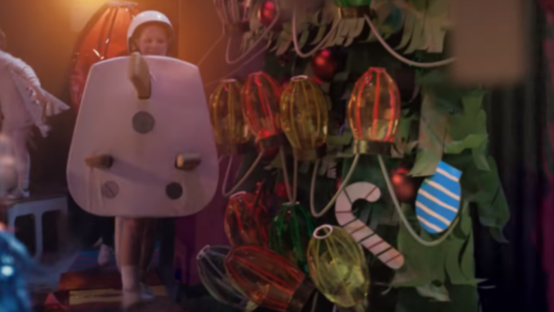 People Are Complaining About 'Plug Boy' In Sainsbury's Christmas Ad