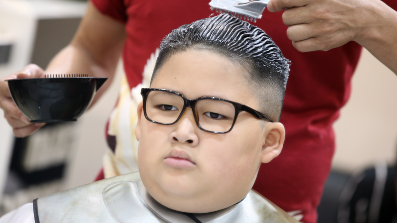 A Vietnamese Hairdresser Is Doing Donald Trump And Kim Jong-Un Haircuts