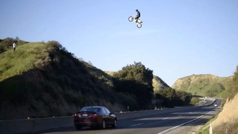 ​Keyboard Warriors… And Police… Look For Man Who Jumped LA Freeway On Dirtbike