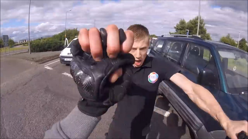 Driver And Motorcyclist Have The Most Scottish Road Rage Fight At Busy Roundabout