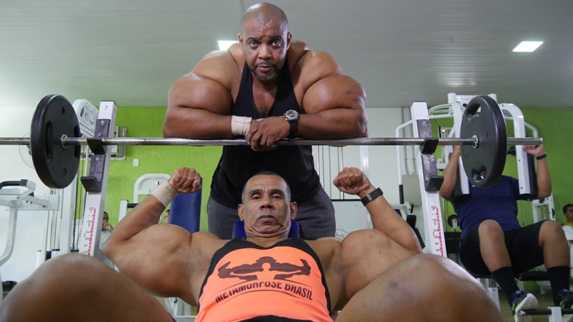 These Brazilian Brothers Called Hulk And Conan Have 28-Inch Biceps