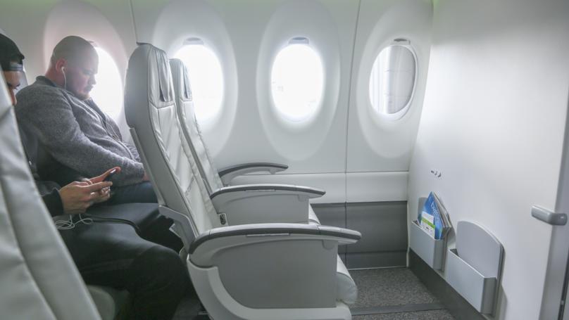 乘客震惊空姐的靠窗的座位请求的回应