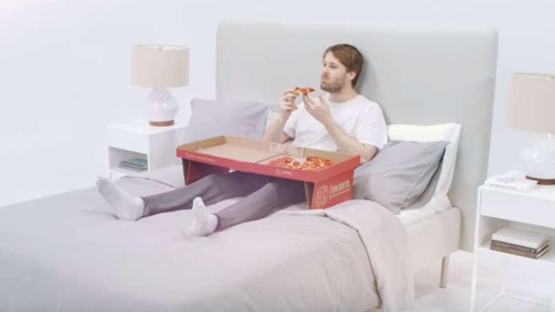 This Pizza Box Designed For Eating In Bed Is Game Changing