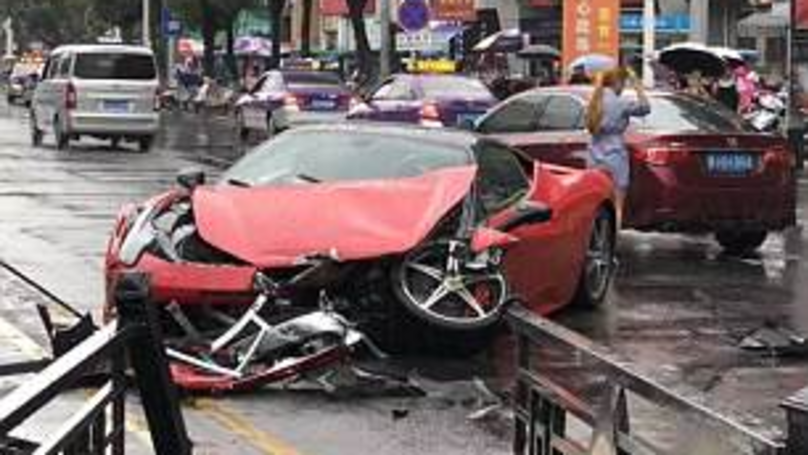 Driver Totals Ferrari 458 - Just Minutes After Renting It