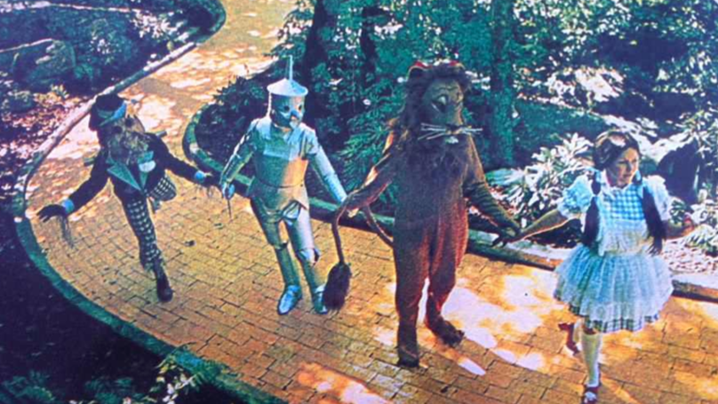 Eerie Wizard Of Oz Theme Park Is Reopening For 6 Days Only