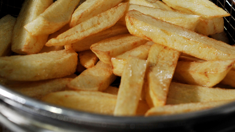 Nutrition Expert Says We Should All Only Have Six Chips In One Sitting