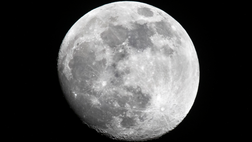 American Stargazer Takes Amazing High Resolution Shot Of The Moon