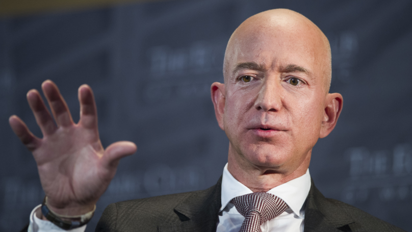 Jeff Bezos Claims That National Enquirer Is Blackmailing Him With Nudes