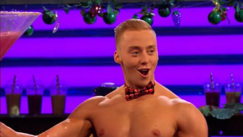 This 'Take Me Out' Bloke Can Casually Makes Juice With His Muscles