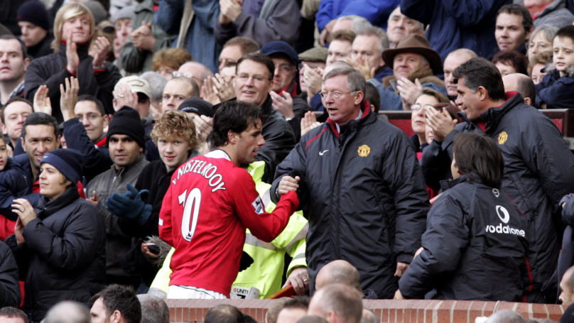 How Sir Alex Ferguson Reacted When Ruud van Nistelrooy Swapped Shirts With A Manchester City Player