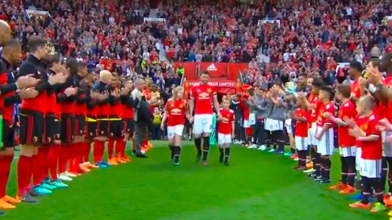 Michael Carrick Given Guard Of Honour In Final Career Game