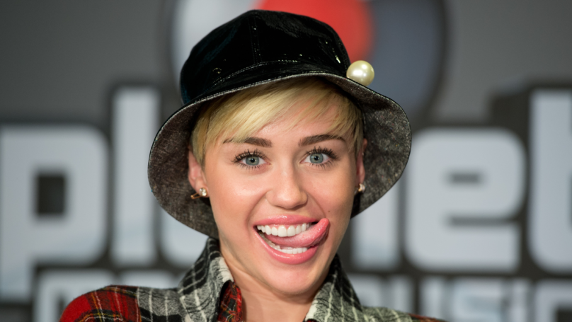 Miley Cyrus 'Takes Back' Apology For Posing 'Nude' 10 Years Ago