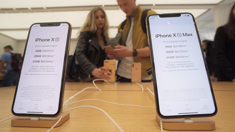 iPhone XS Users Claim That Their Phone Won't Charge With The Screen Off