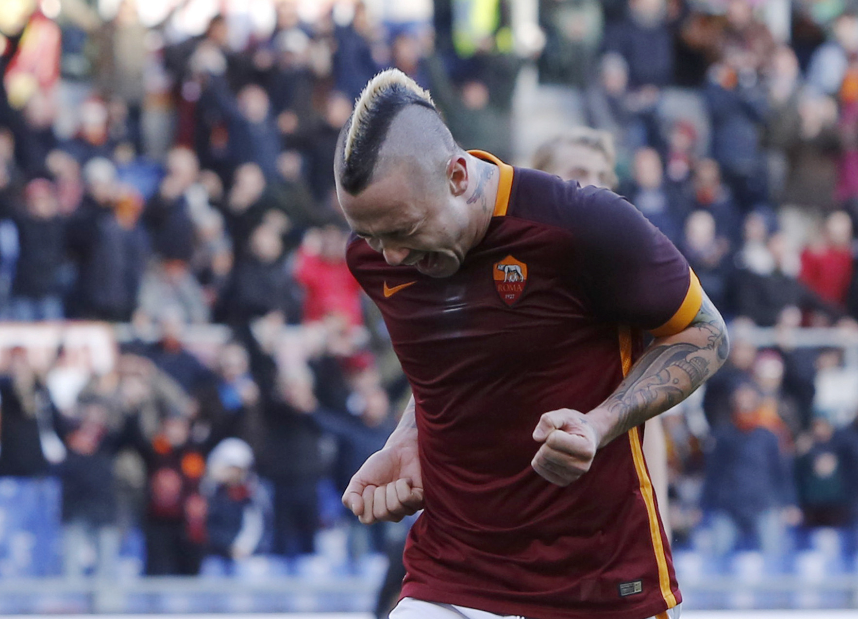 Manchester United enter race to sign Roma midfielder Radja Nainggolan?