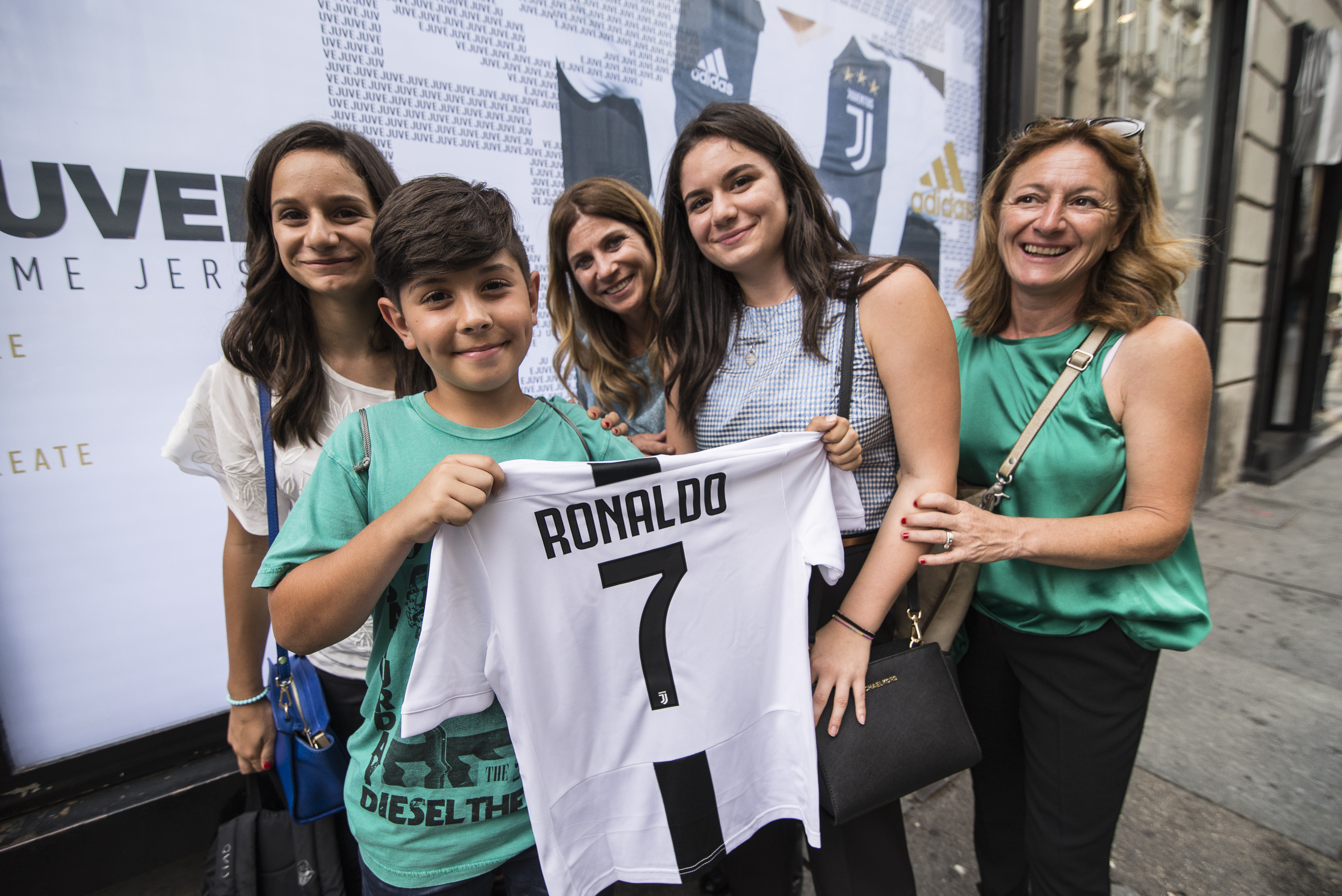 finest selection 7ef56 5ccf2 Juventus Sold A Ridiculous Amount Of Cristiano Ronaldo ...