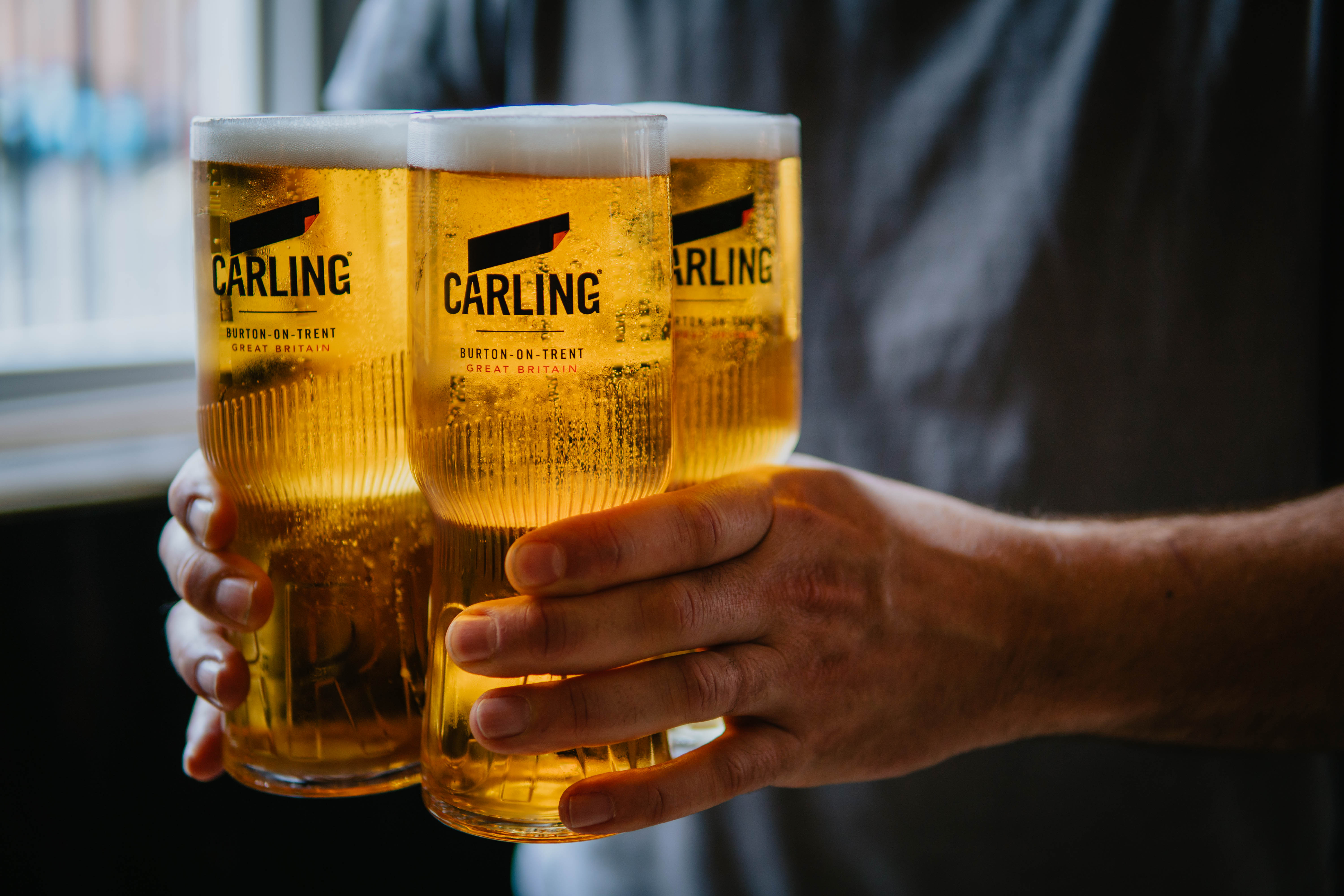 CARLING EMBOSSED PINT GLASS NEW AND BOXED