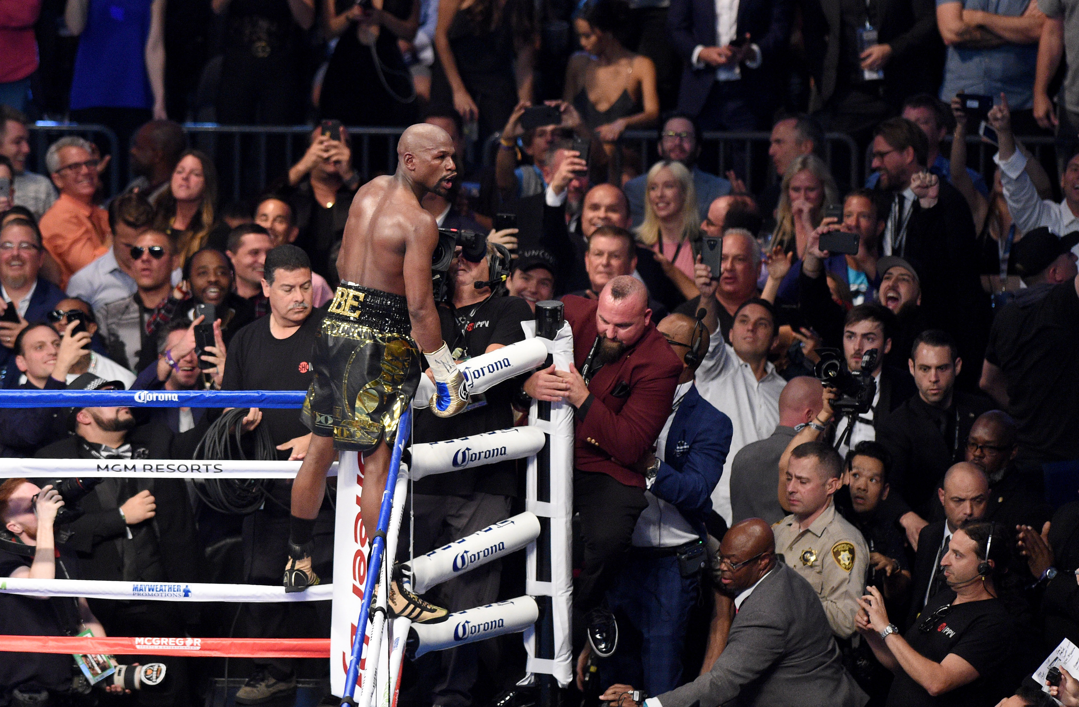 Floyd Mayweather wants to train Conor McGregor for UFC 229