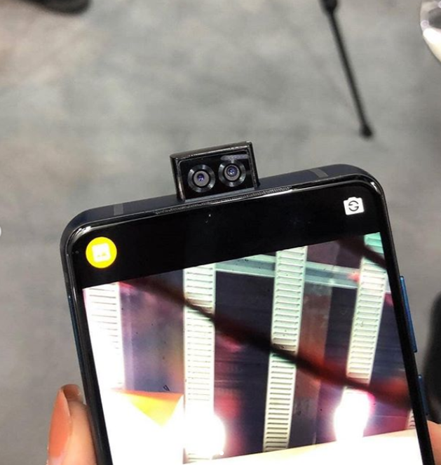 As well as the enormous battery, it also boasts three cameras and can be used as a power bank for other devices. Credit: sakhtafzarmag/Instagram