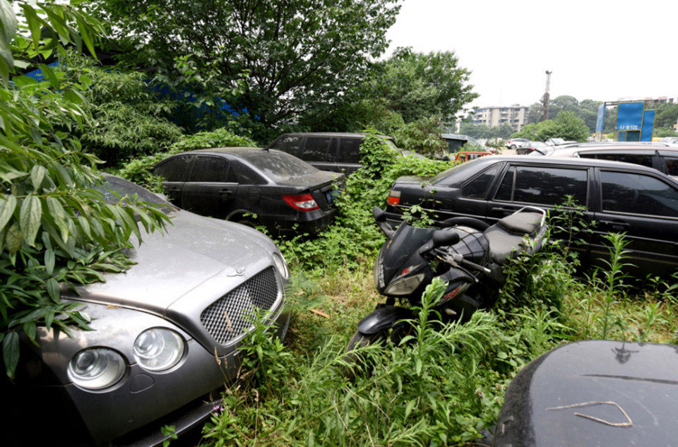The Car Graveyard Which Stores 200 Luxury Vehicles Ladbible