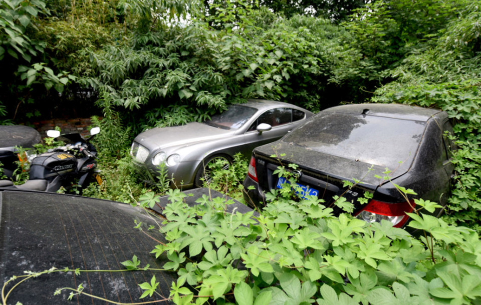 The 'Car Graveyard' Which Stores 200 Luxury Vehicles - LADbible