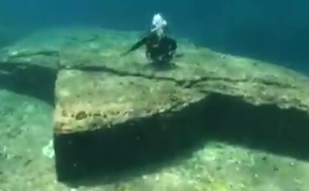 People Reckon Ancient Underwater Structure In Japan Is Proof Of Aliens