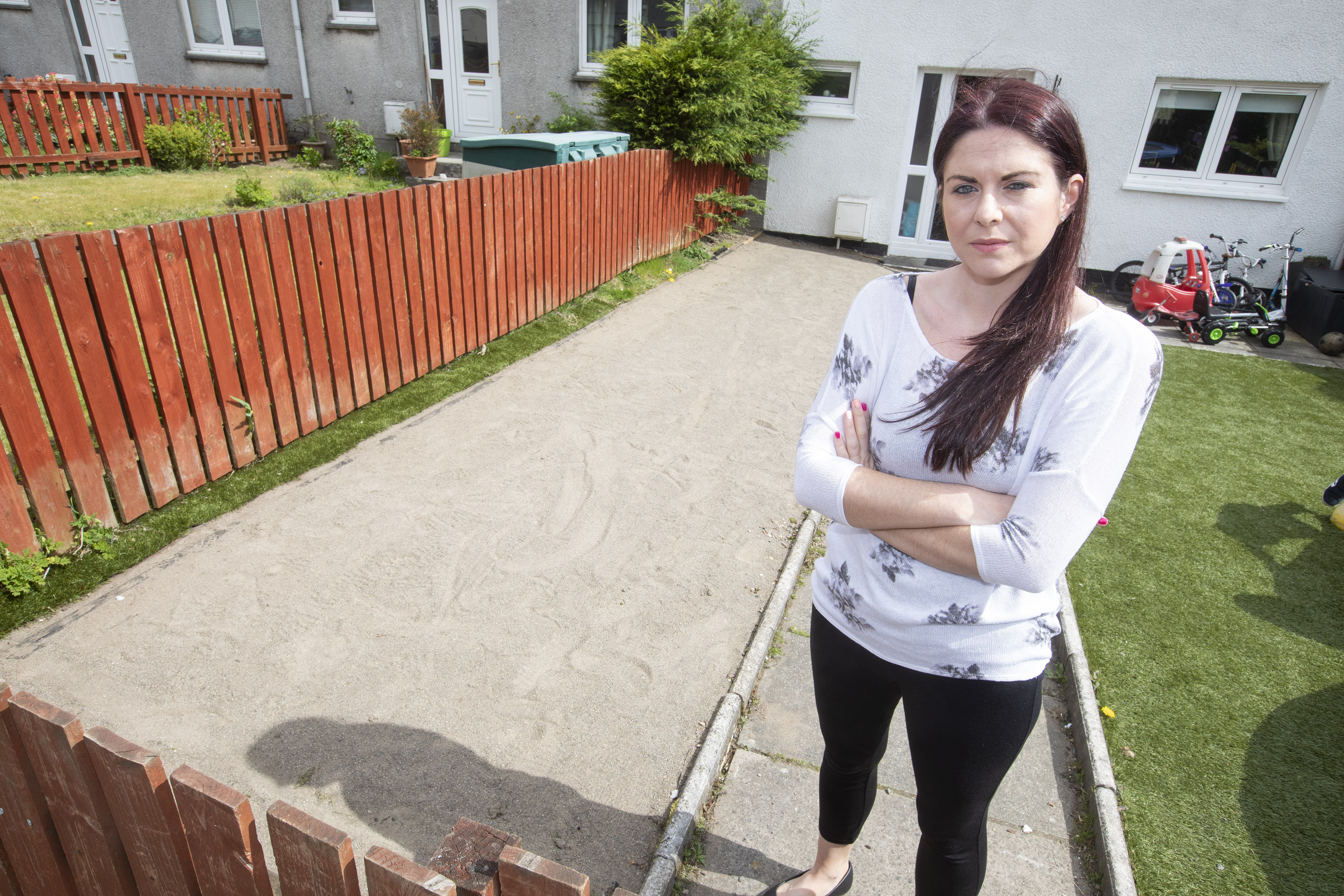 Woman Wakes Up To Find That Theives Had Stolen Her Front Garden