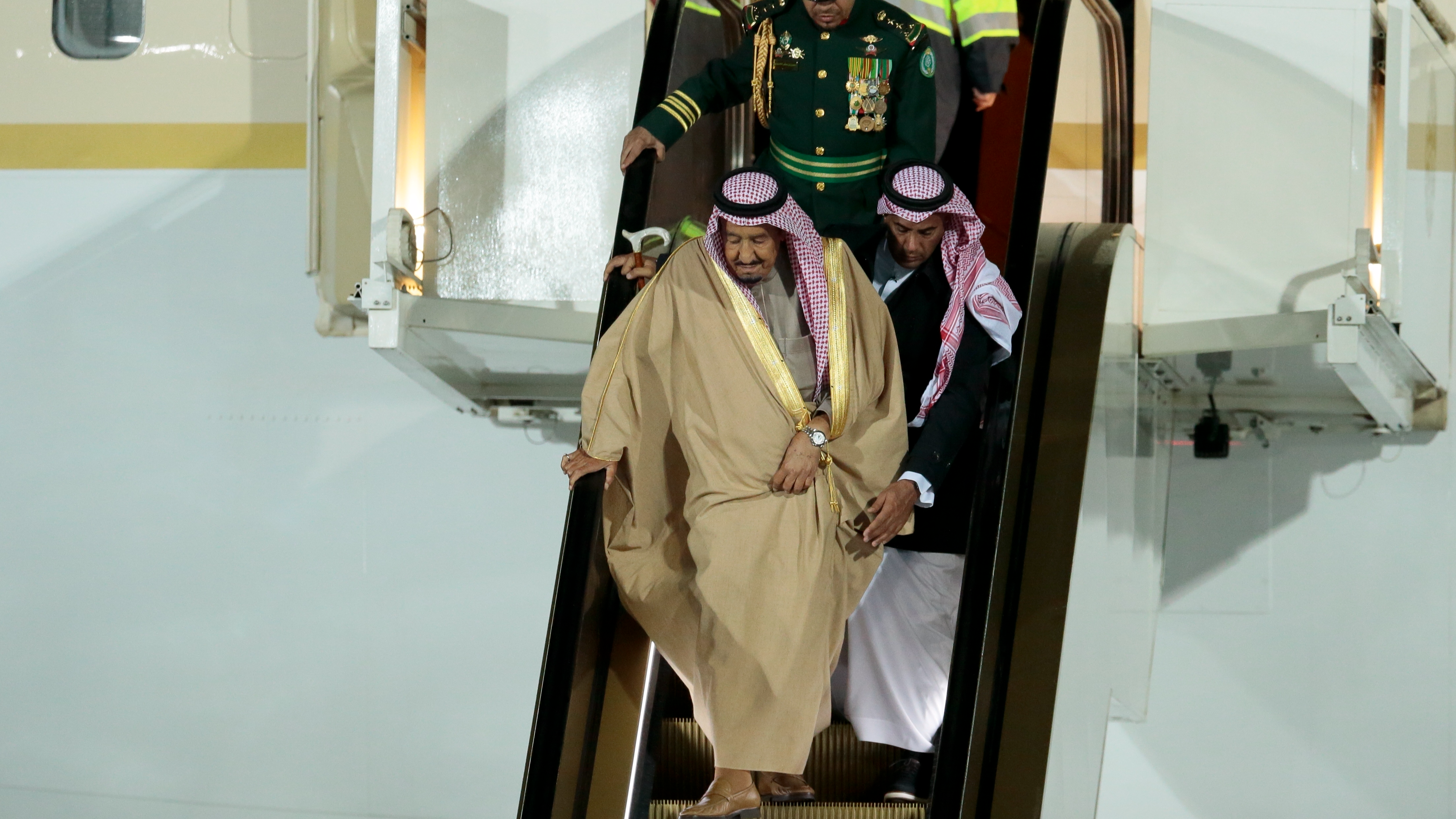 Saudi King Salman's Golden Escalator Awkwardly Breaks In Russia