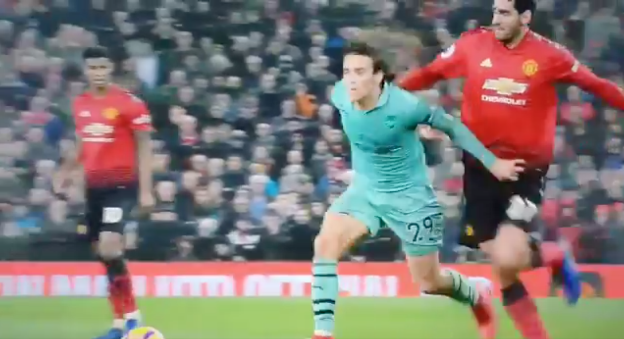 Guendouzi Hilariously Reacts To Fellaini Pulling His Hair