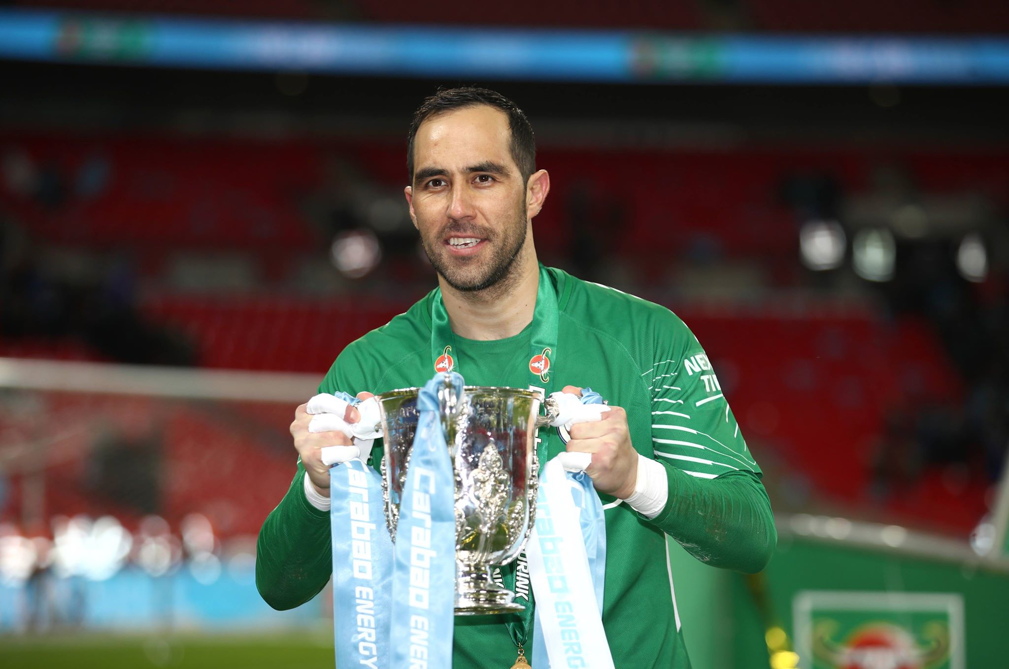 Claudio Bravo ruptures Achilles tendon at Manchester City training