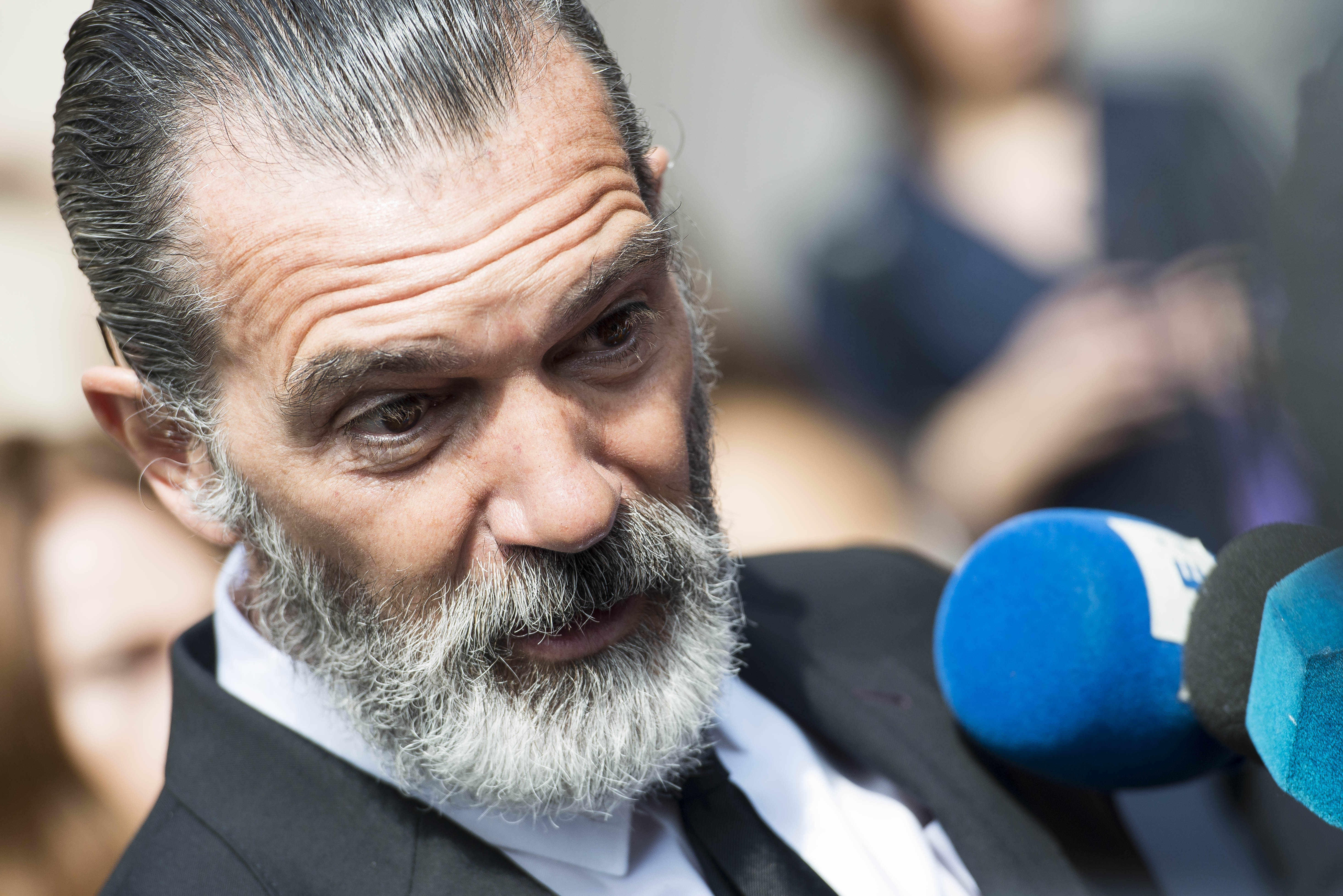 Antonio Banderas Looks Very Different After Shaving Off His Hair And