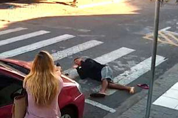 Video captures female off-duty cop fending off armed robber in Brazil