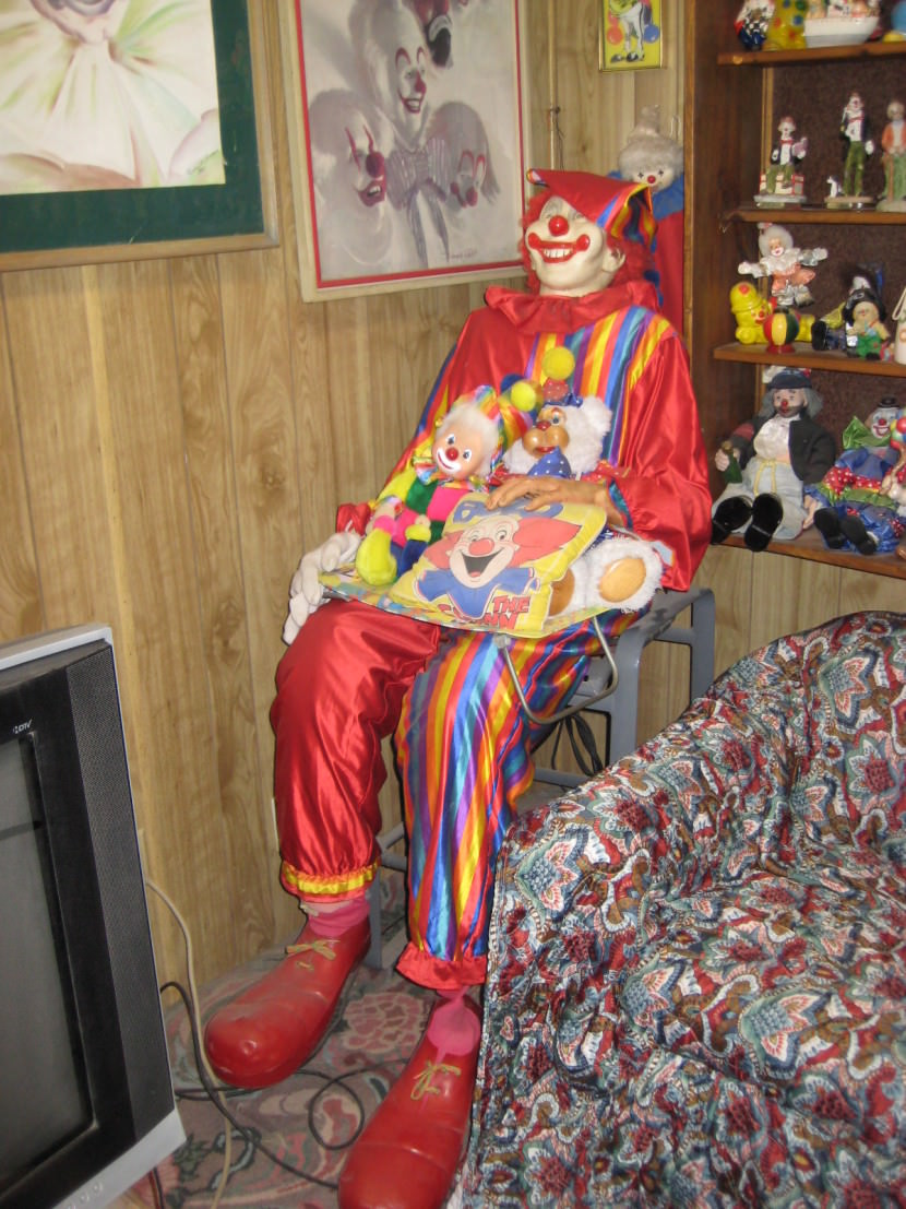 this clown motel is the creepiest place we u0027ve ever seen pretty 52