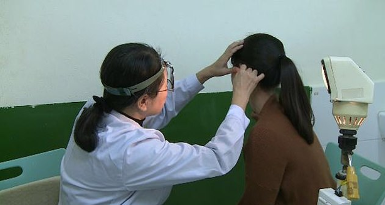 Women Develops Rare Condition That Leaves Her Unable To Hear Men