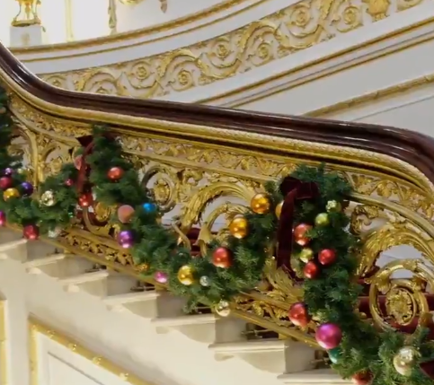 A garland also wraps around the grand staircase. (Credit: Twitter/The Royal Family)