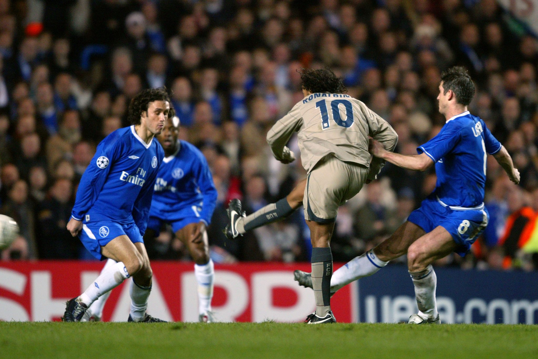 On This Day In 2005, Ronaldinho Scored THAT Iconic Goal Against Chelsea -  SPORTbible