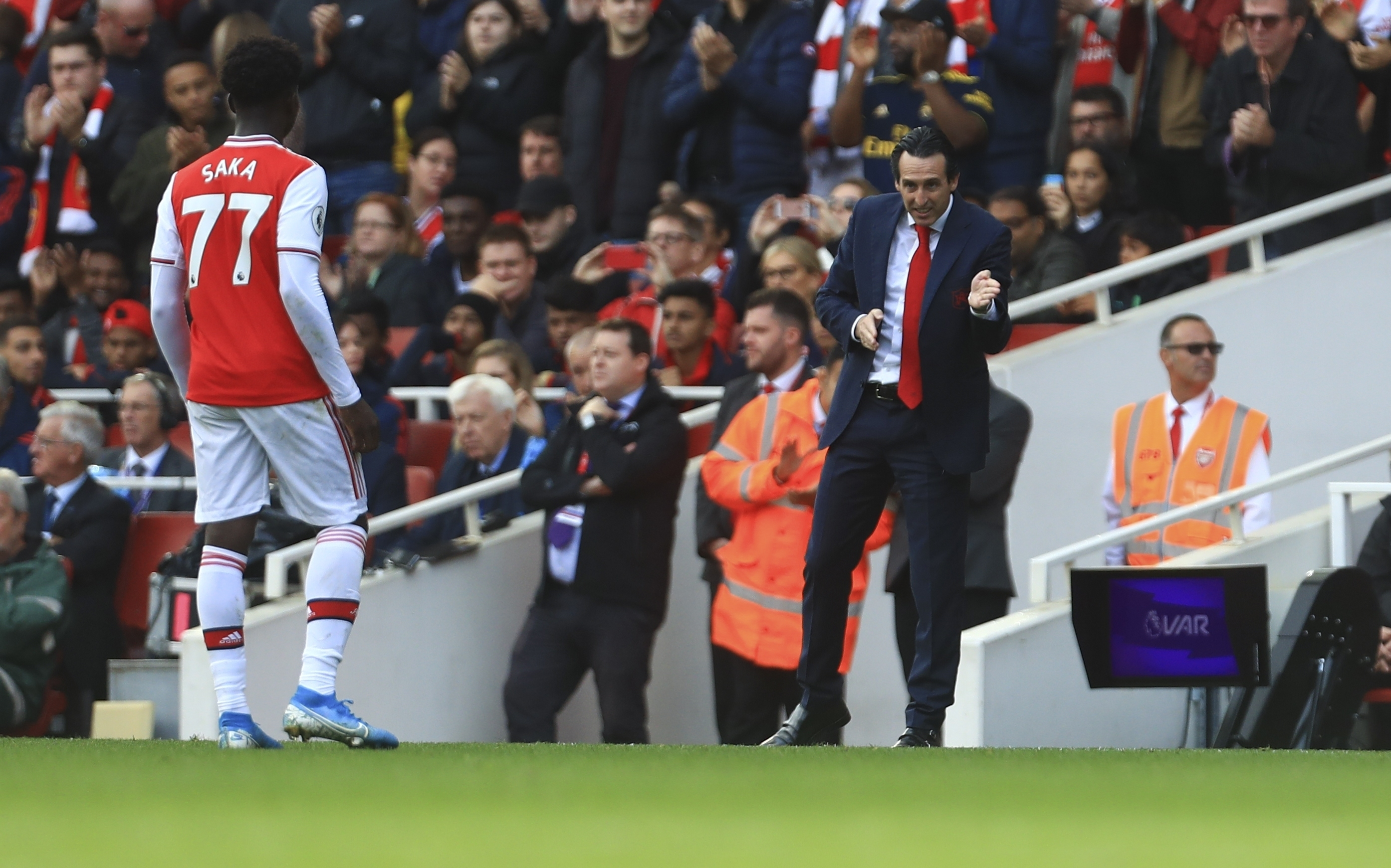 Arsenal S 18 Year Old Hotshot Bukayo Saka Is Still Not Allowed In First Team Dressing Room At Training Ground Sportbible