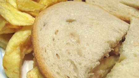 美国人刚刚发现薯条酱,而英国人则感到困惑。