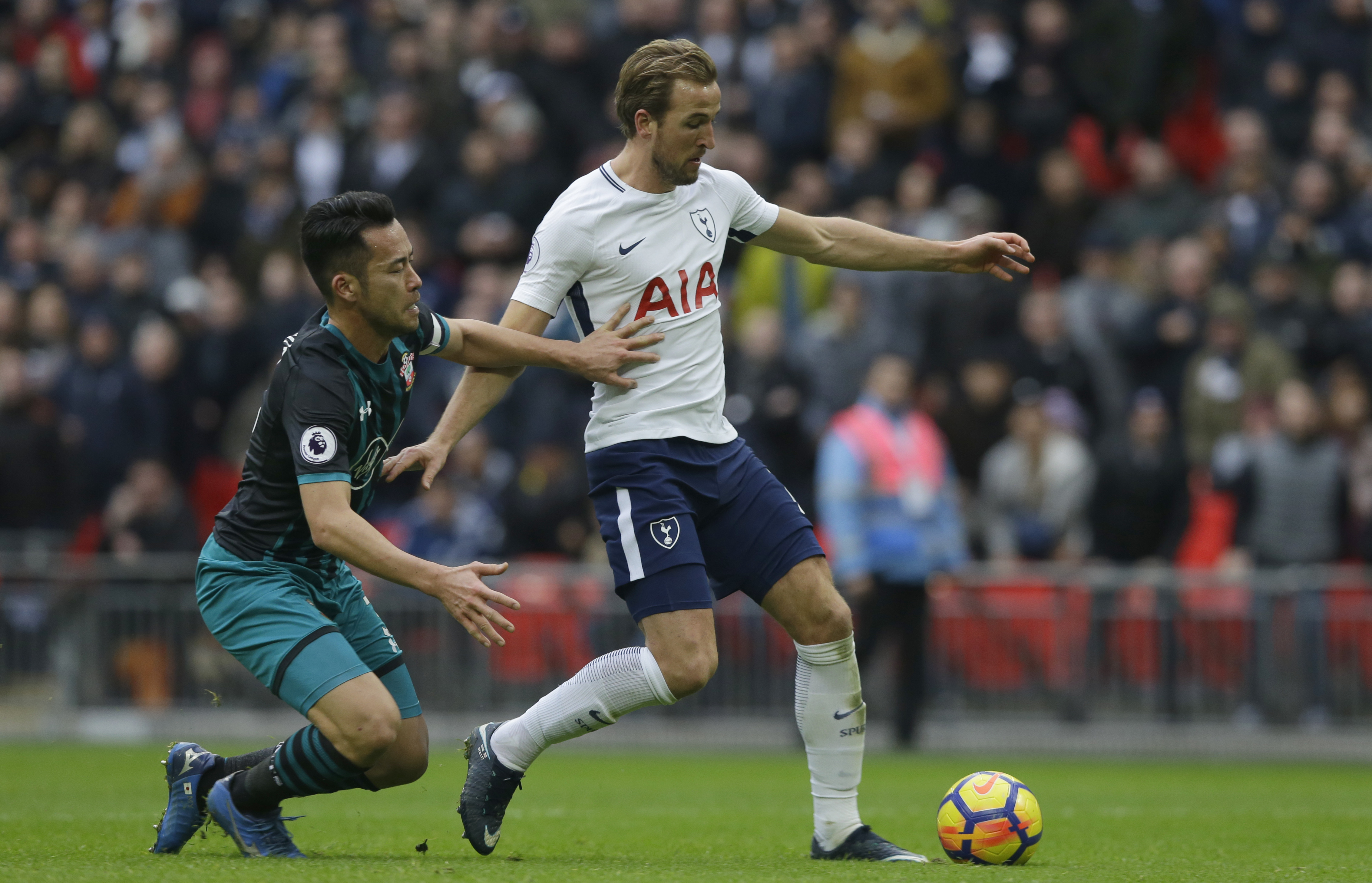 Kane sets record and floors Southampton
