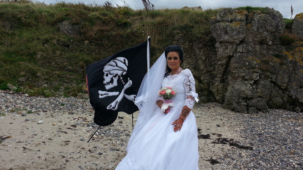 Female Jack Sparrow Impersonator Legally Marries Ghost Who Looks Like Jack Sparrow