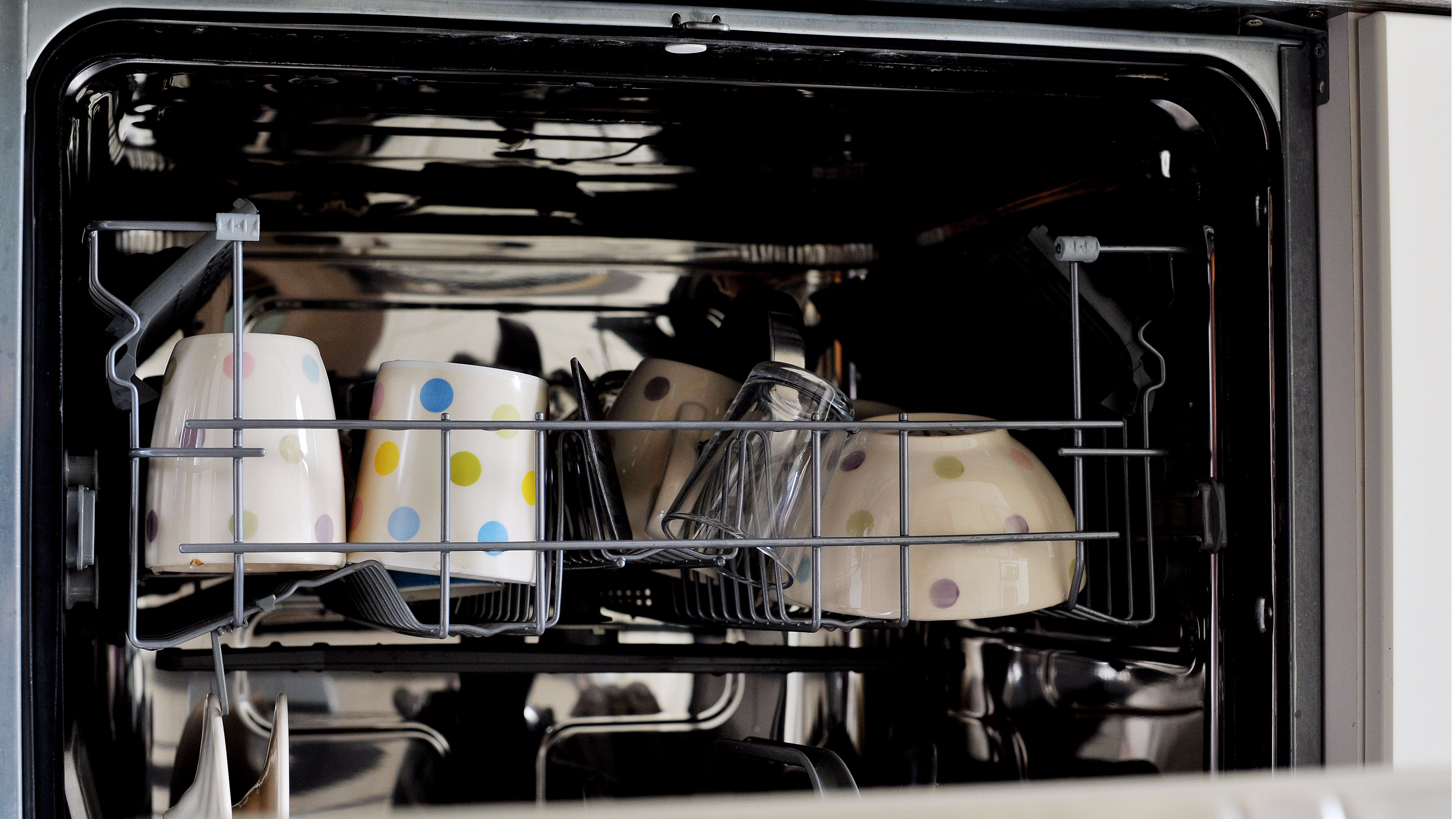 Mum Makes Incredibly Awkward Discovery In Dishwasher But It's Not What It Looks Like
