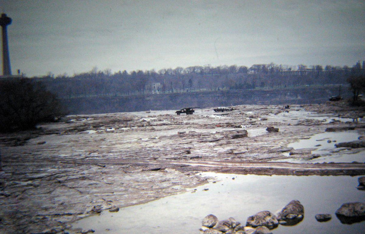 Extraordinary Pictures Show Niagara Falls When It Was Run