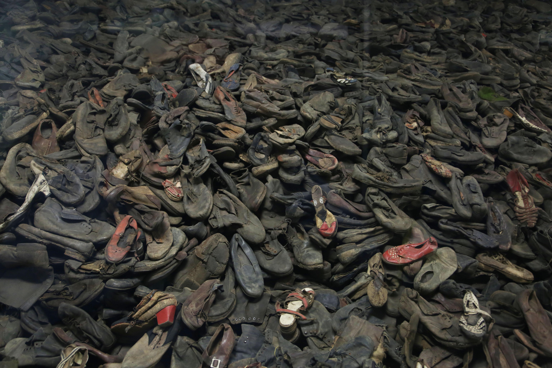 Horrific Notes Written Inside Auschwitz Have Finally Been ...
