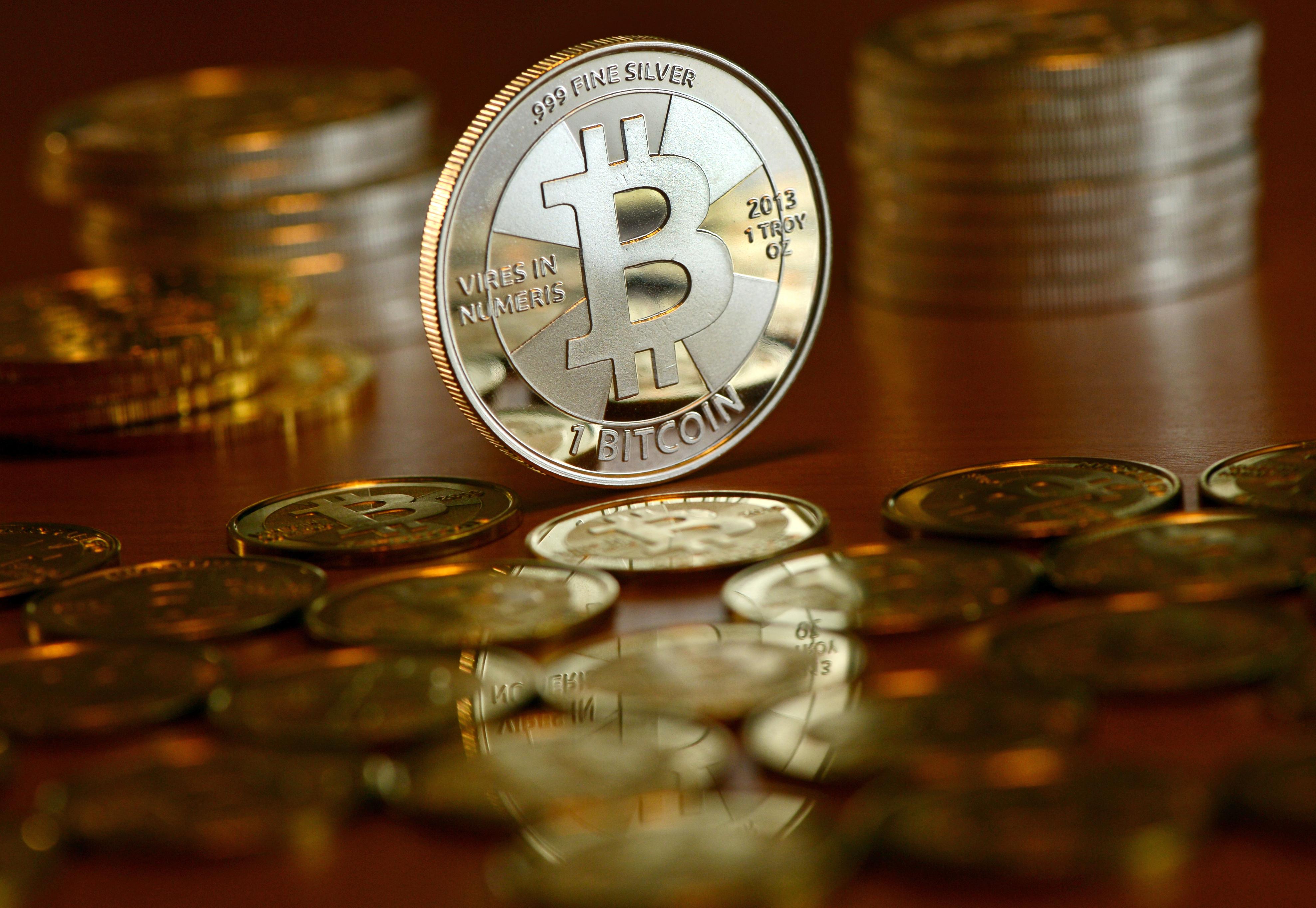 100 jav dolerių iki bitcoin