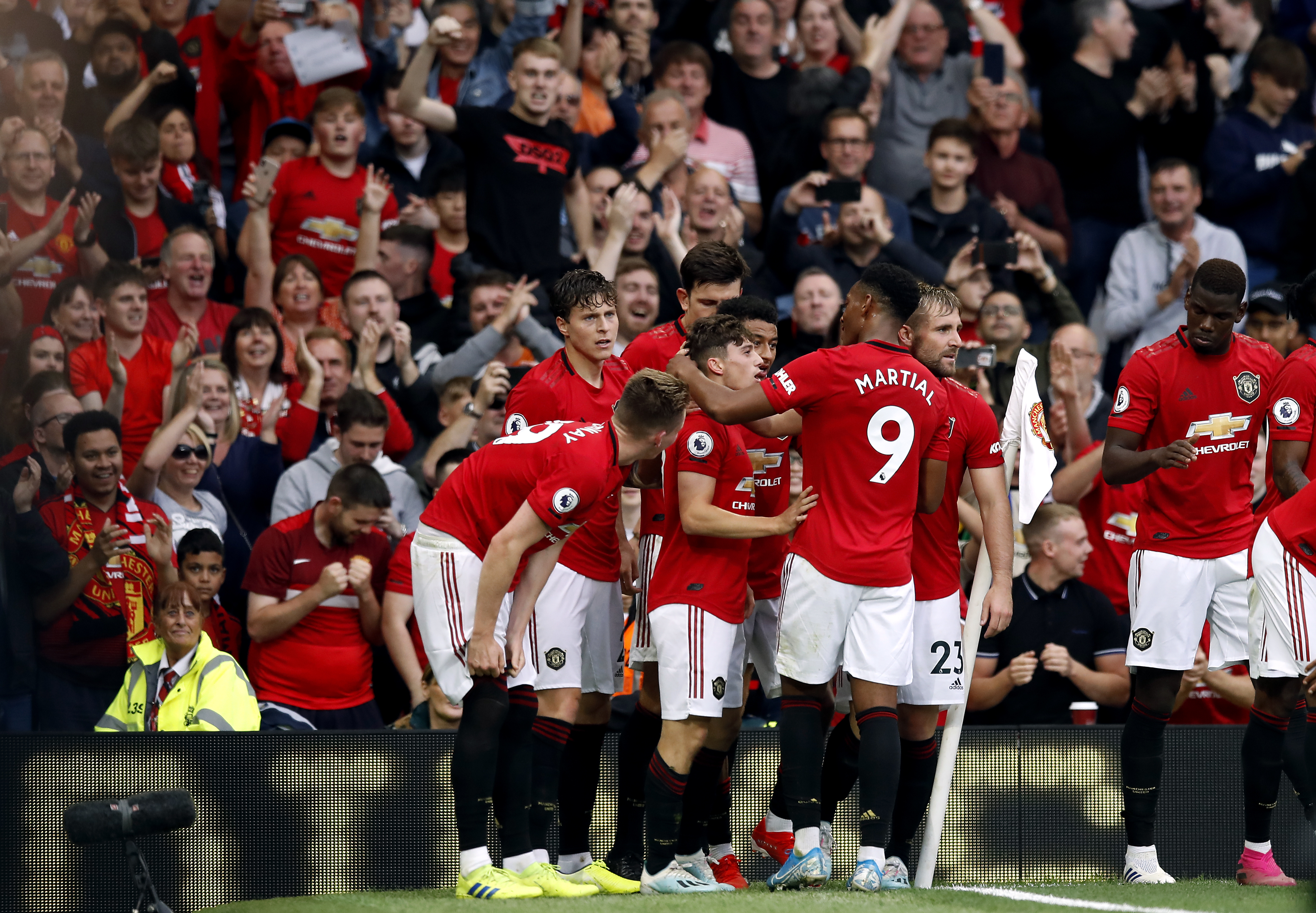 Manchester United celebrate Daniel James' strike which put them 4-0 up against Chelsea