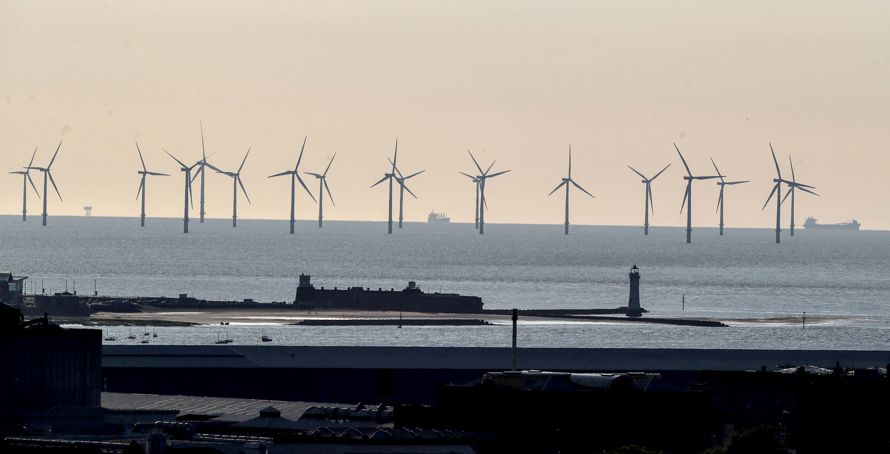 United Kingdom power output set for 'landmark tipping point'