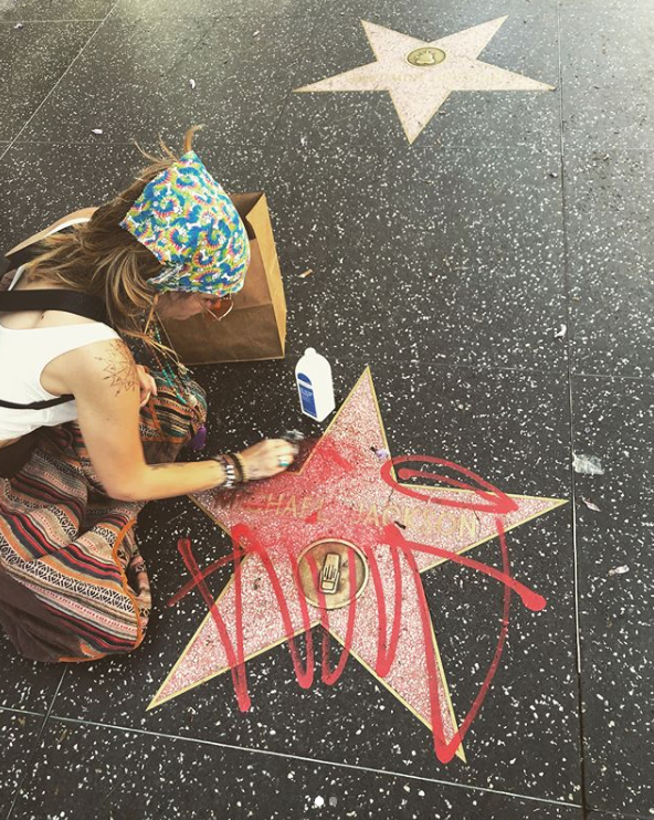 Paris Jackson Wipes Graffiti Off Michael Jackson's Hollywood Walk Of Fame Star